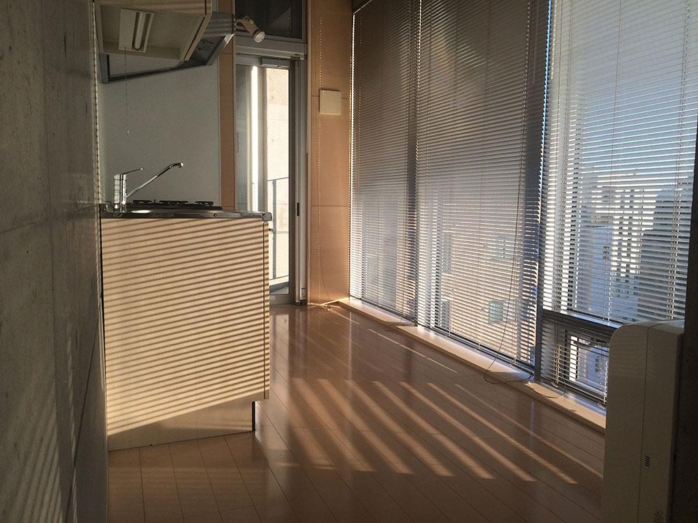 709号室 全面ガラス張り