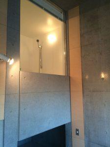 FLAMP904 ガラス張りの浴室