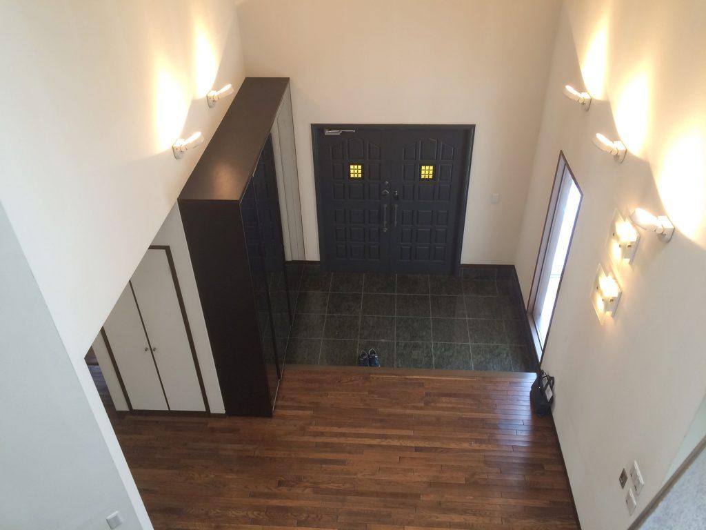 2階からの玄関の眺め