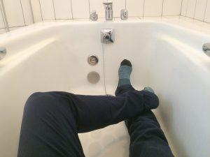 お風呂は脚も伸ばせる