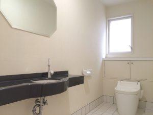 広々としたトイレ